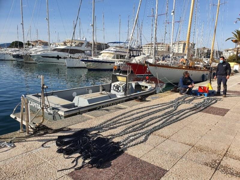 Entretien et remplacement des mouillages du port