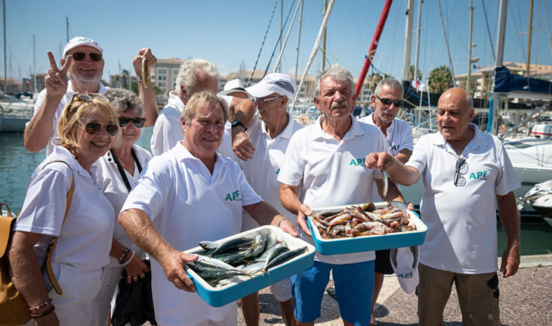 Les amoureux de la pêche en mer autour de L'APF